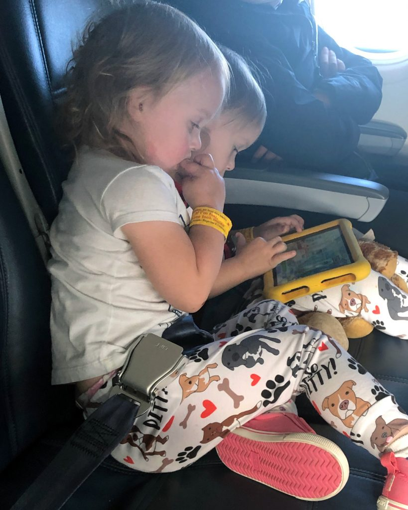 toddlers on airplane